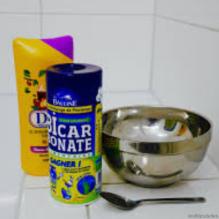 Le shampoing clarifiant au bicarbonate de soude, des cheveux lisses à crépus
